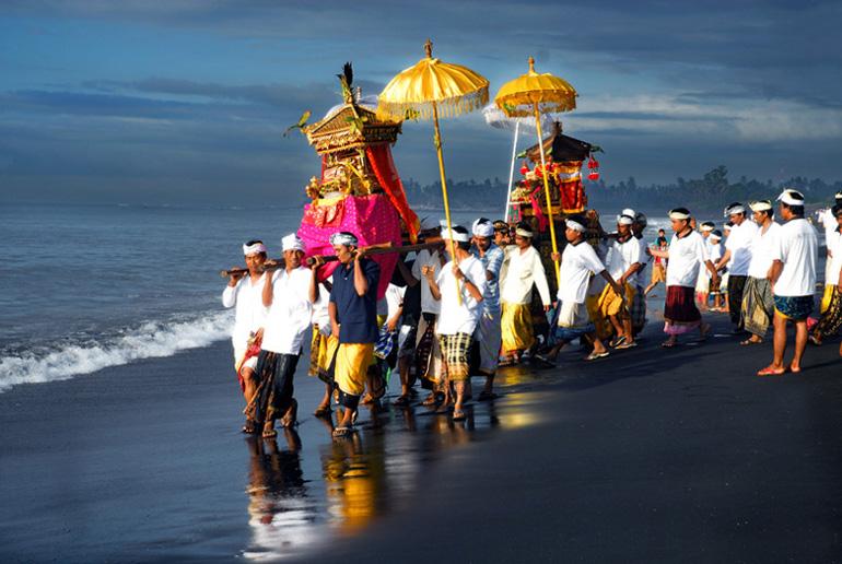 4 Upacara Adat yang Unik di Bali - Wisatabaliku.com